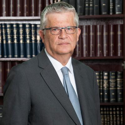 CARLOS MACKENNEY URZÚA