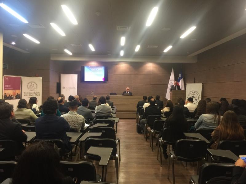 APF Carlos Bonilla y Presidente regional del Colegio de Abogados de Antofagasta presentan al expositor